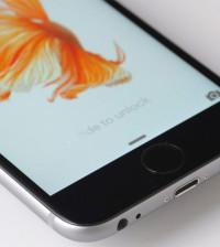 Apple, Apple iPhone